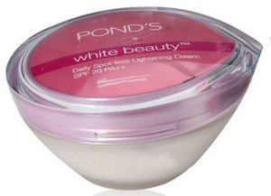 pimples ponds-white-beauty-daily-spot-less-lightening-cream